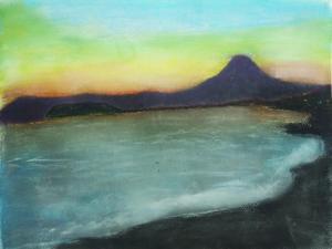 鎌倉の海岸から望む江の島と富士